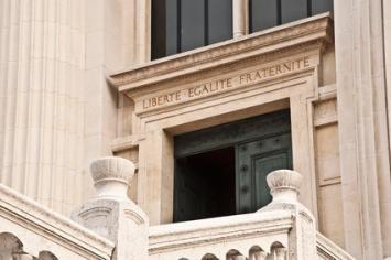 L'Obligation d'être assisté par un avocat devant la Cour d'assises à Aix-en-Provence