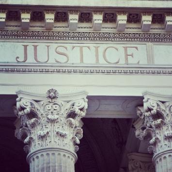 Les principes fondamentaux régissant les débats devant la Cour d'assises à Draguignan